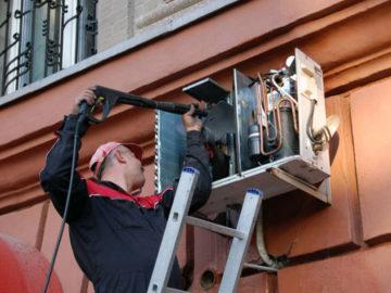 когда ремонтировать кондиционер выгоднее